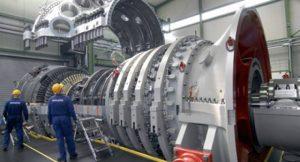 Die von Siemens entwickelte Gasturbine der H-Klasse ist mit die größte und leistungsstärkste Gasturbine der Welt. Im Bild die Montage der SGT5-8000H im Gasturbinenwerk Berlin; Foto: Siemens