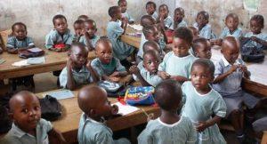 Schulklasse in Kenia; Foto: shutterstock
