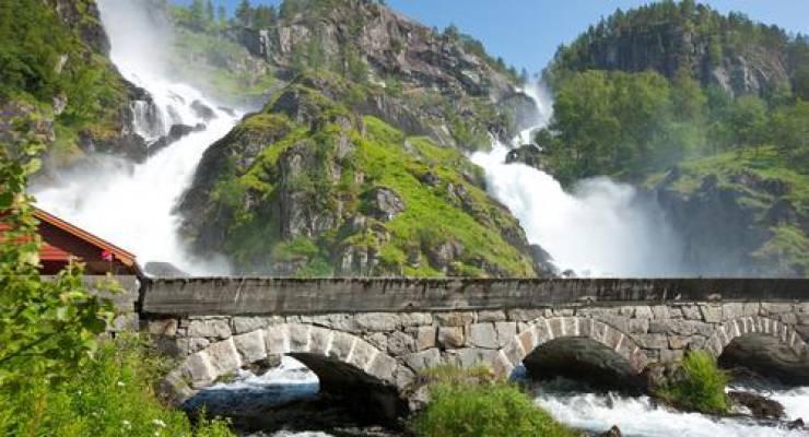 Wasserfall in Norwegen; Foto: shutterstock
