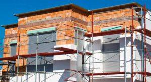 Neubau mit Wärmedämmung; Foto: shutterstock