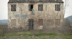 heruntergekommenes Haus; Foto: shutterstock