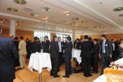 Reger Austausch der Teilnehmer in den Konferenzpausen
