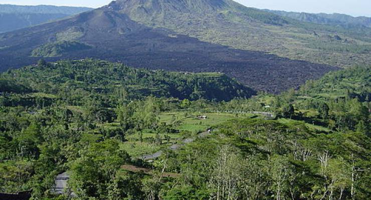 Mount Batur in Indonesien; Foto: Jnpet (Wiki Commons)