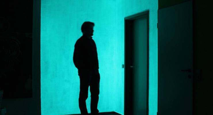 Vollflächige Anwendung von leuchtender Wandfarbe mit lasierter Leuchtoptik; Foto: NighTec® GmbH & Co. KG