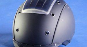 Der Solarhelm-Prototyp mit integriertem Bluetooth-Headset