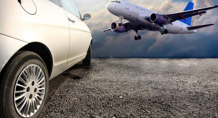 Auto und Flugzeug