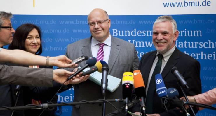 Parlametarische Staatssekretärin Katherina Reiche, Bundesumweltminister Peter Altmaier und der Präsident des UBA Jochen Flasbarth