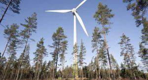 Windkraftanlage im Wald
