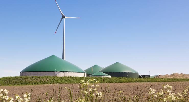 Biogasanlage mit Windrad