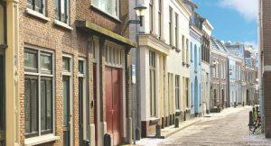 Straße mit Häusern in den Niederlanden