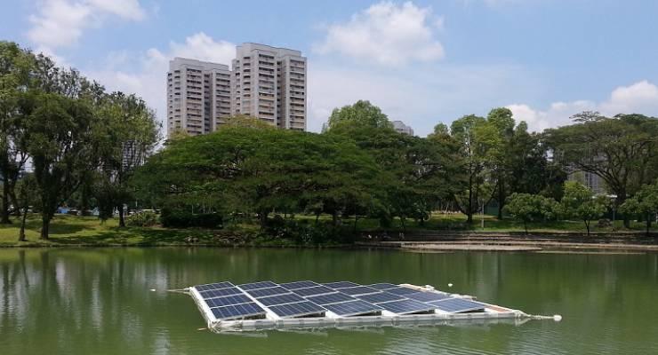 Schwimmende Solaranlage
