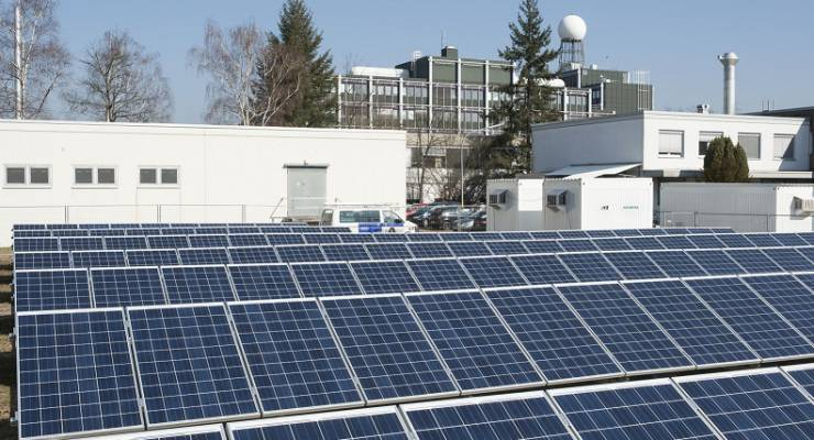 Der Strom aus der Photovoltaikanlage wird zu 100 Prozent im eigenen Netz des KIT verbraucht