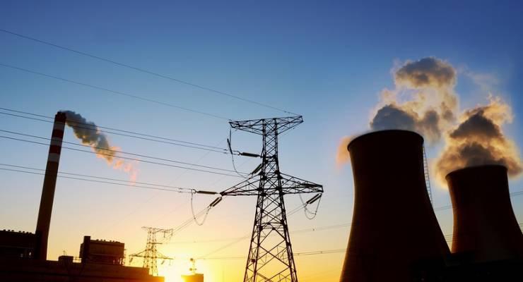 Kohlekraftwerk bei Sonnenaufgang