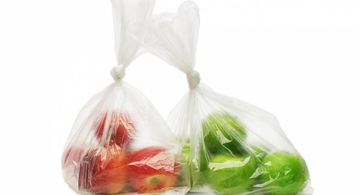 Plastiktüten mit Obst