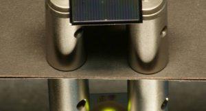 Eine zweiseitige Silicium-Solarzelle – hier aufgelegt auf Aluminium-Zylindern – wird von oben mit einem Infrarotlaser beleuchtet.