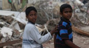 Kinder nach einem Tsunami