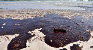Ölpest verunreinigt Fluss