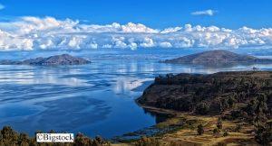 So wunderschön sieht der Titicacasee aus der Ferne aus. Doch er ist massiv verschmutzt mit Abwässern und Umweltgiften.