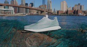 So sieht der Prototyp des Recycling-Schuhs aus Meeresplastik aus. Für die drei Streifen hat Adidas bislang keine Lösung, ©adidas