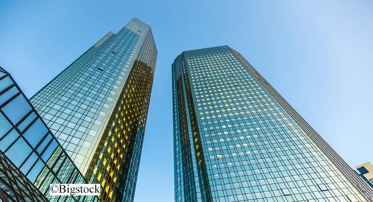 Im Millionenbetrug mit CO2-Zertifikaten sollen jetzt offenbar auch acht Mitarbeiter der Deutschen Bank vor Gericht gestellt werden.