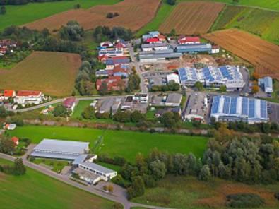 Ein Hallenbad und Mehrzweckhalle in Uhlindngen-Mühlhofen werden mit Abwärme eines Gewerbebetriebes beheizt.