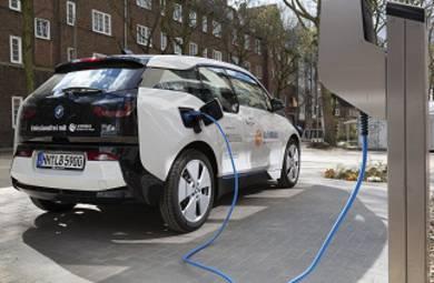 Lichtblick und der Verteilnetzbetreiber Stromnetz Hamburg machen vor, wie sich Stromkosten für Elektroautos um rund 30 Prozent reduzieren lassen.