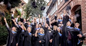 Nachhaltigkeitsmanager feiern ihren MBA