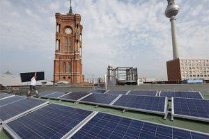 Photovoltaikanlagen über Berlin. Foto: Berliner Energieagentur
