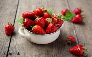 Eis aus Erdbeeren - Polyphenoleextrakt und Eis