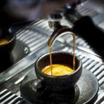 Kaffeetassen und Biokraftstoffe aus Kaffeesatz