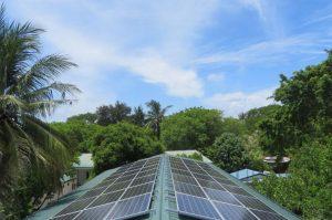 Ein Hotel auf den Malediven wird mit Solarstrom beliefert.