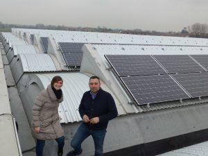 Grondal-Chef Engheben auf einem Industriedach mit PV von Stucchi.