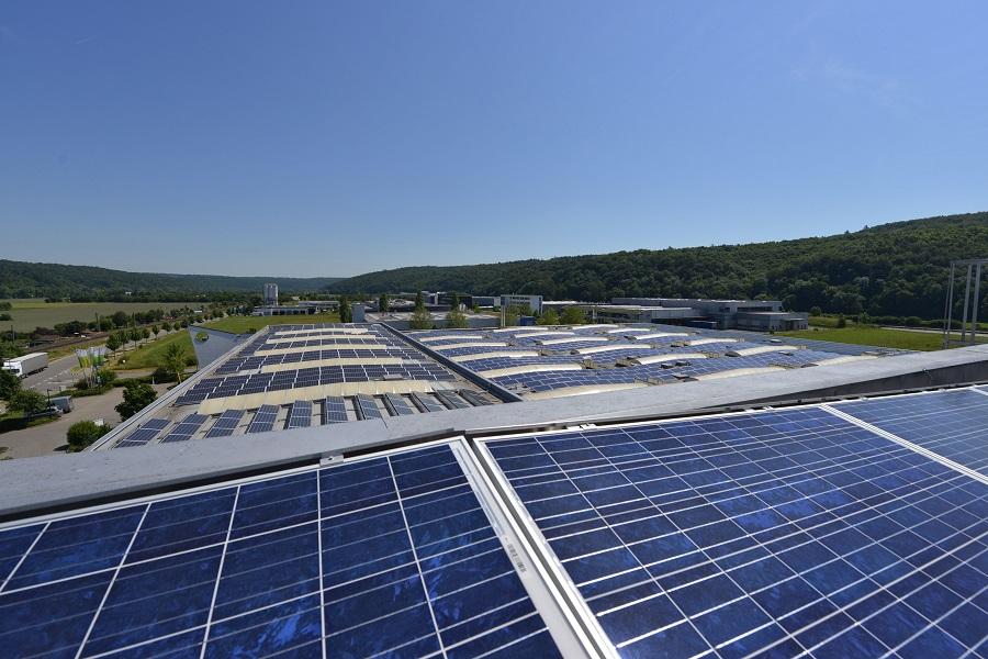 Viele Dächer in Deutschland sind noch nicht mit PV bestückt.