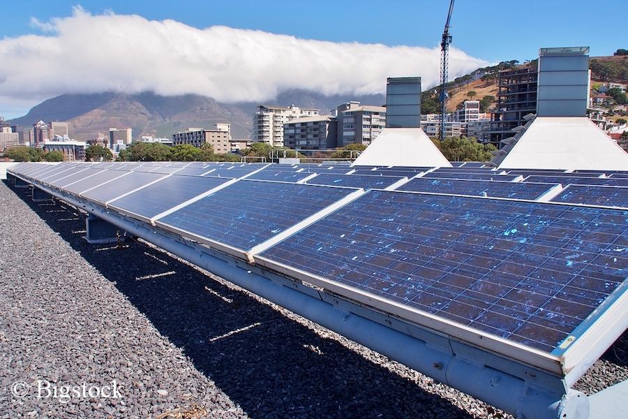 Photovoltaikanlage in Kapstadt. Neun Prozent der Ökostrom-Städte liegen in Afrika.