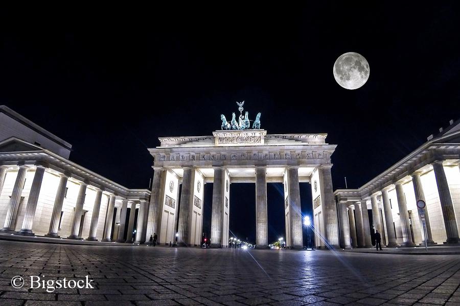 Zwölfte Earth Hour: Auch das Brandenburger Tor wurde eine Stunde nicht beleuchtet.