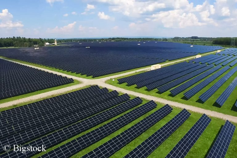 Erneuerbare Energien wie etwa Solarenergie sollen bis 2030 ein Drittel am europäischen Energiemix ausmachen.