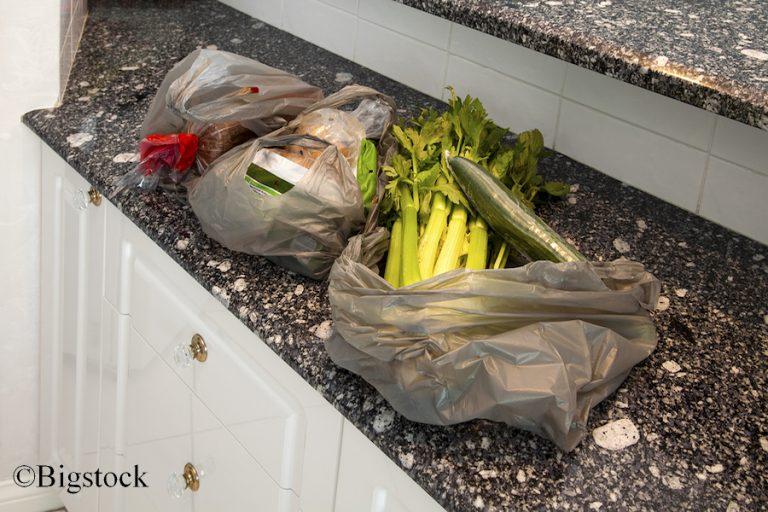 Gerade beim Einkauf nutzen die Deutschen noch immer zu viele Plastiktüten.