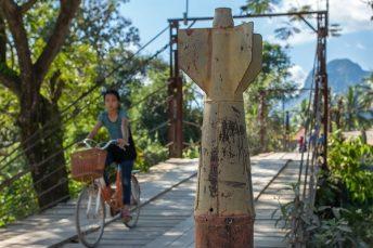 Vang Vieng, Laos - 19. Januar 2017: Blindgänger nahe des Nam Song Fluss