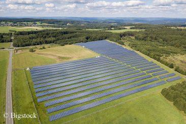 Deutschlands Photovoltaik-Anlagen mit Rekord-Juli bei Bruttostromerzeugung.