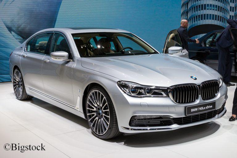 Deutschlands Spitzenpolitiker sind mehrheitlich in großen Limousinen unterwegs. Verkehrsminister Scheuer fährt BMW.