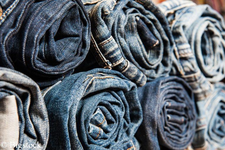 Schmutzige Modeindustrie: Ein Paar Jeans benötigt 10 000 Liter Wasser.