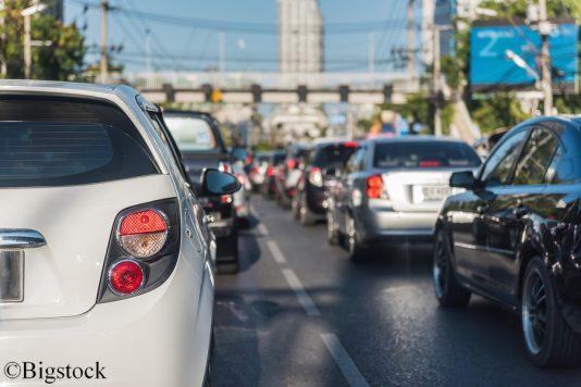 Obwohl der Abgasskandal seit drei Jahren bekannt ist, beugt sich die Politik nach wie vor der Automobilindustrie statt zu handeln.